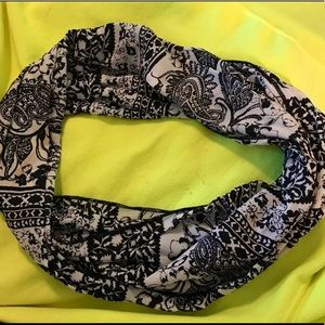 Accessories - Cute B/W Paisley Scarf